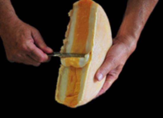 Der dreischichtige Käse trägt den Namen Trifolait